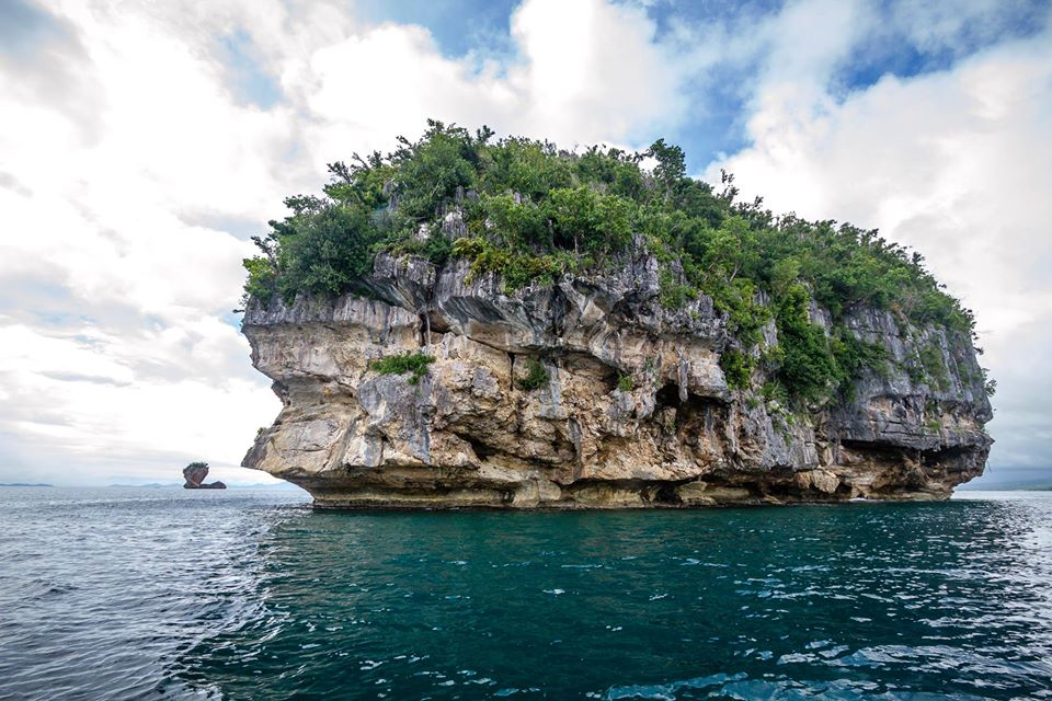 Marabut Rock Formations is one of the tourist spots in Samar Island.