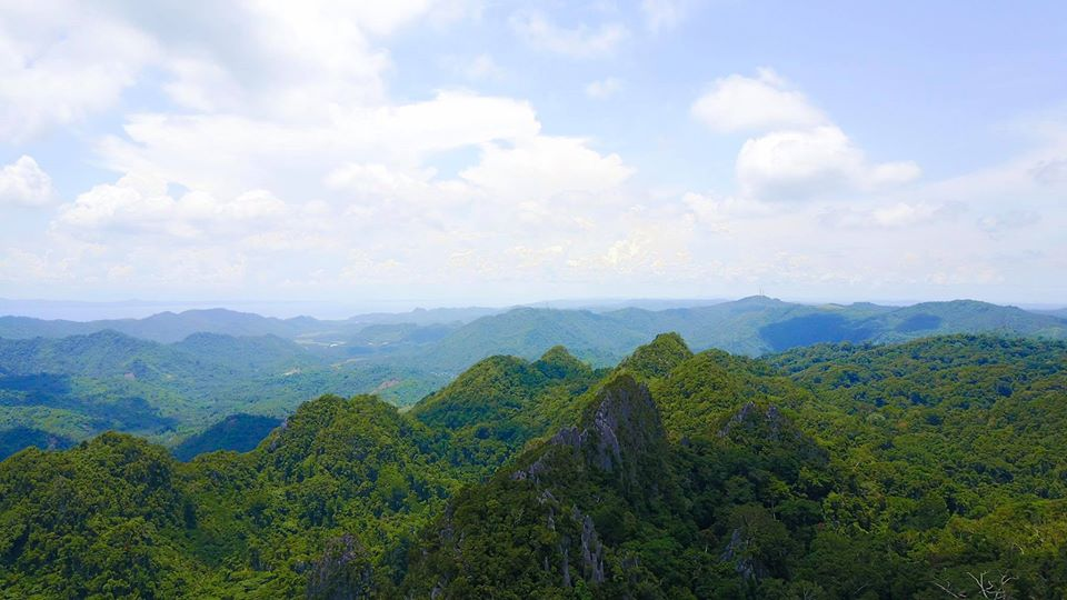 Mount Mirador is one of the Quezon province tourist spot/destinations. It is also one of the best places in Quezon province.