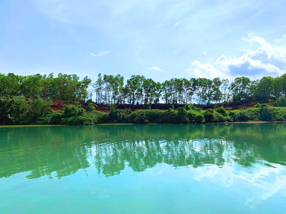 Caliraya Lake is one of the best tourist spots/destinations in Laguna province.