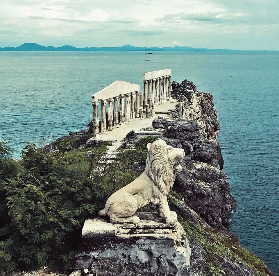 Fortune Island is one of the famous tourist spots/attractions in Batangas province.