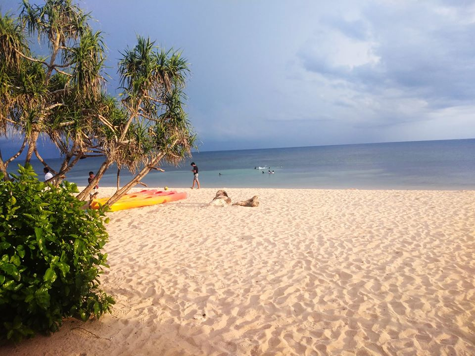 Poctoy White Beach is one of the best tourist spots/attractions/destinations in Marinduque